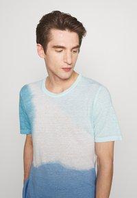 120% Lino - TIE DYE - T-shirts print - shibori blue - 3