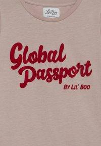 Lil'Boo - GLOBAL PASSPORT SHORT SLEEVE - Camiseta estampada - adobe rose - 3
