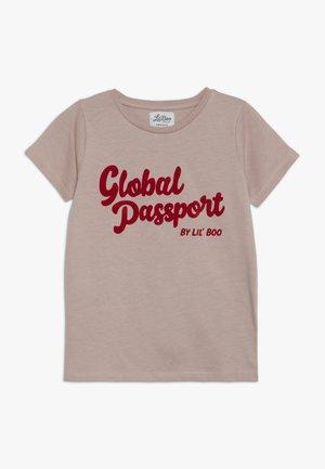 GLOBAL PASSPORT SHORT SLEEVE - Printtipaita - adobe rose