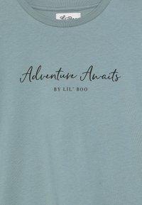 Lil'Boo - ADVENTURE AWAITS SHORT SLEEVE - Printtipaita - arctic green - 3
