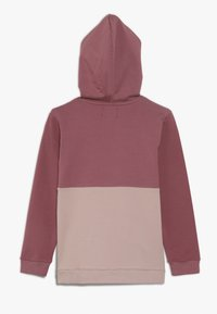 Lil'Boo - ADVENTURE AWAITS HOODIE - Hoodie - renaissance rose/adobe rose - 1