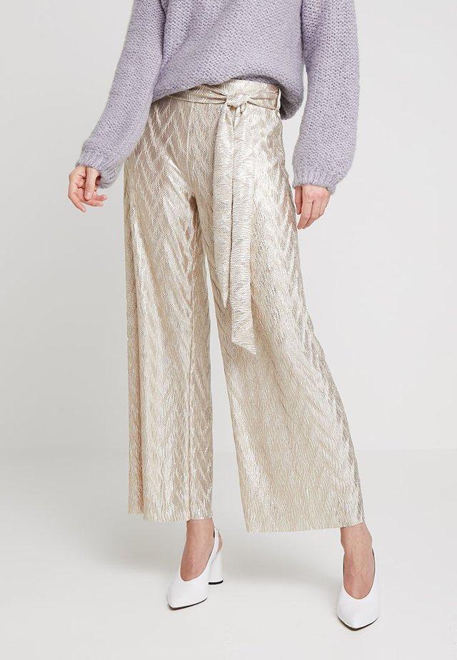 ISALINA PARTY PANTS - Spodnie materiałowe - dull gold