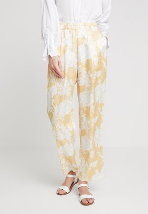DARLINA FLORAL PANTS - Trousers - snapdragon yellow