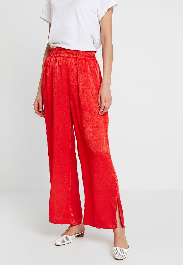 SIANA LONG FLARED PANTS - Bukser - patrol red