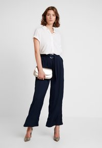 Love Copenhagen - SADIE PANTS - Bukser - captain navy - 2