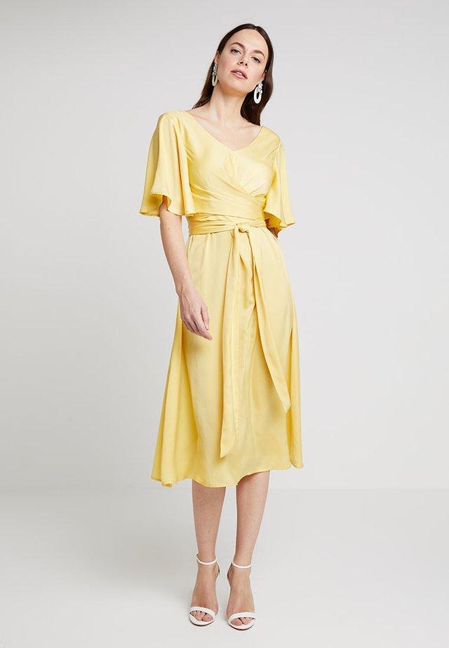 MARISA DRESS - Cocktailkjoler / festkjoler - snapdragon yellow