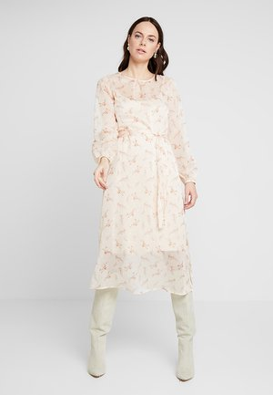 VANCHIE FLORAL DRESS - Maxikjoler - peach blush