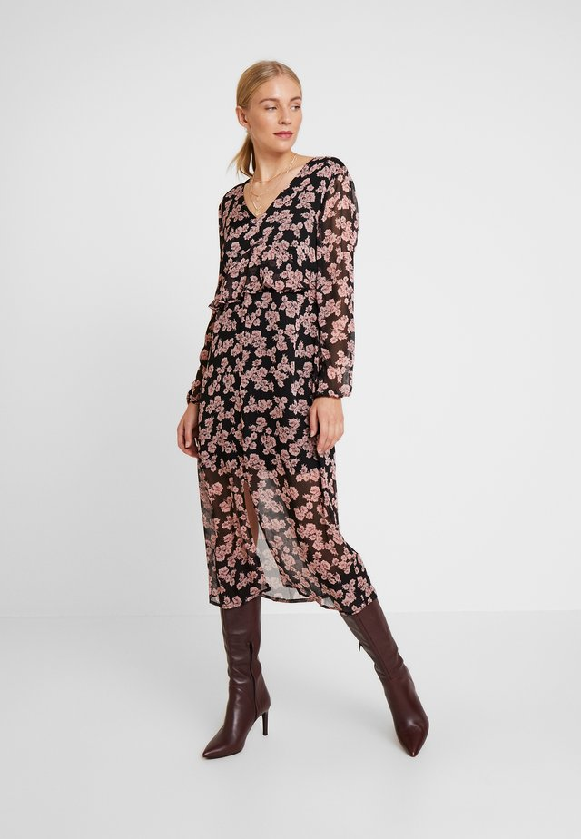 JAPA DRESS - Maxikjoler - black/rosa