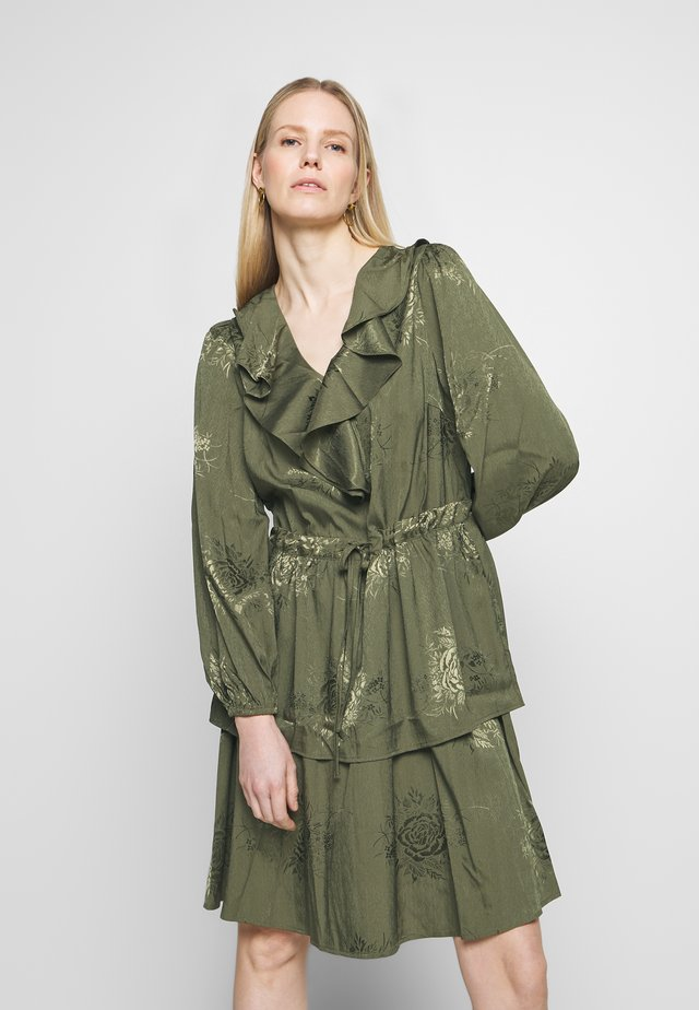 AVOLC DRESS - Kjole - burnt olive