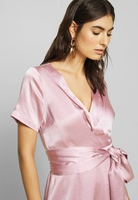Love Copenhagen - LORETTAL DRESS SHORT - Cocktailkjoler / festkjoler - pink nectar - 3