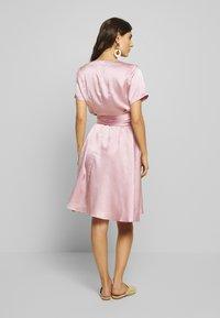 Love Copenhagen - LORETTAL DRESS SHORT - Cocktailkjoler / festkjoler - pink nectar - 2