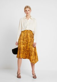 Love Copenhagen - SADIELC - Button-down blouse - tofu white - 1