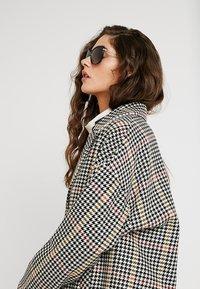 Longchamp - Sluneční brýle - black - 1