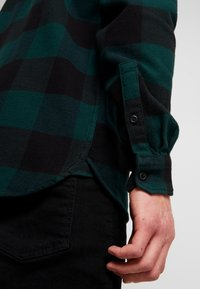 Levi's® Extra - JACKSON WORKER - Overhemd - bandurria pine grove - 5