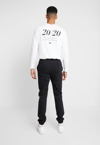 Levi's® - BALL JOGGER - Tracksuit bottoms - mineral black - 2