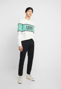 Levi's® - HI-BALL UTILITY  - Tygbyxor - mineral black - 1
