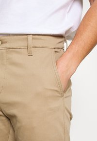 Levi's® - STD TPR CHINO SHORT SSZ - Shorts - true chino wonderknit short ccu b - 4
