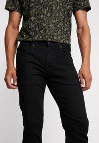 Levi's® - 502™ TAPER BALL - Jeans Slim Fit - black denim - 4