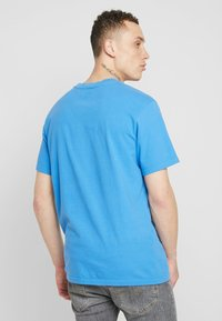 Levi's® Extra - RELAXED GRAPHIC TEE - Jednoduché triko - blue - 2