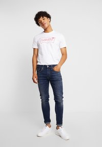 Levi's® Extra - HOUSEMARK GRAPHIC TEE - Camiseta básica - white - 1