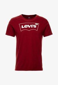 Levi's® Extra - HOUSEMARK GRAPHIC TEE - T-paita - cabernet - 4
