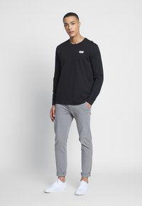 Levi's® - RELAXED GRAPHIC TEE - Long sleeved top - mineral black - 1