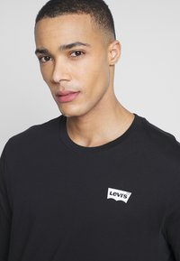 Levi's® - RELAXED GRAPHIC TEE - Long sleeved top - mineral black - 3