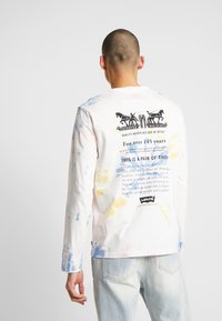 Levi's® - RELAXED GRAPHIC TEE - Långärmad tröja - white tie dye - 2