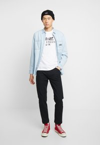 Levi's® - 2-HORSE GRAPHIC TEE - Camiseta estampada - white - 1