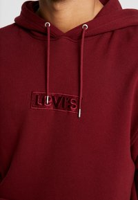 Levi's® Extra - RELAXED GRAPHIC HOODIE - Huppari - babytab tech cabernet - 5