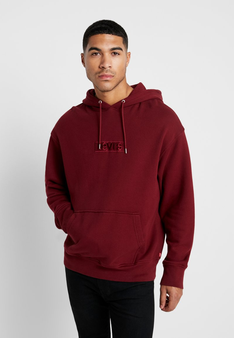 Levi's® Extra - RELAXED GRAPHIC HOODIE - Luvtröja - babytab tech cabernet