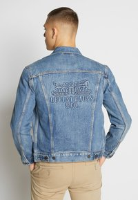 Levi's® - THE TRUCKER JACKET - Giacca di jeans - embossed 2 horse trucker - 2