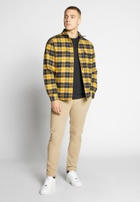 Levi's® - RVS JACKSON SHACKET - Lehká bunda - archer golden apricot - 1