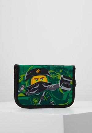 PENCIL CASE WITH CONTENT - Pencil case - green
