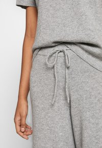 Lounge Nine - NOELLN PANTS - Broek - light grey melange - 4