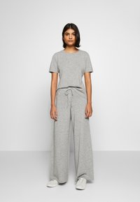 Lounge Nine - NOELLN PANTS - Broek - light grey melange - 1