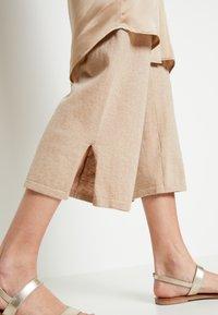 Lounge Nine - LOTTIELN CULOTTE - Spodnie materiałowe - desert - 5