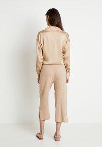Lounge Nine - LOTTIELN CULOTTE - Spodnie materiałowe - desert - 2