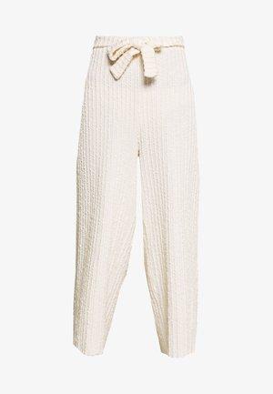 KYLIELN CULOTTE - Pantalon classique - white swan