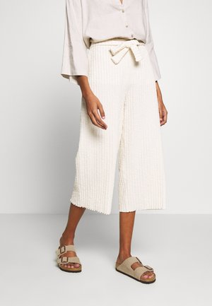 KYLIELN CULOTTE - Spodnie materiałowe - white swan