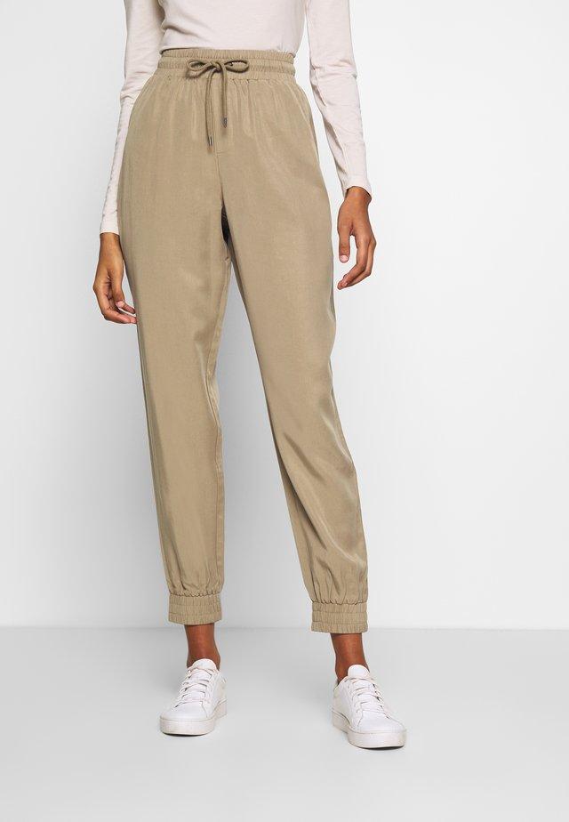 ARABELLA PANTS - Spodnie materiałowe - silver mink