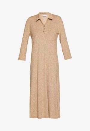 DREAMIELN - Gebreide jurk - camel melange