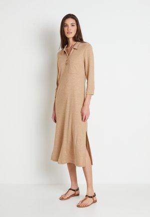 DREAMIELN - Stickad klänning - camel melange