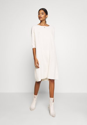 KYLIE DRESS - Robe pull - white swan