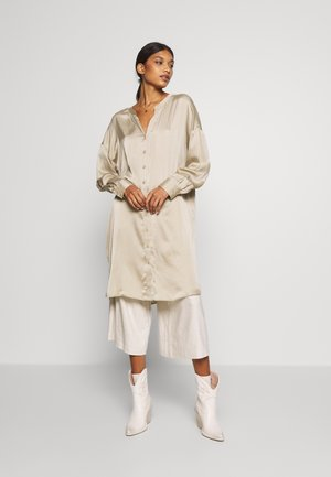 KIRA LONG SHIRT - Bluse - desert