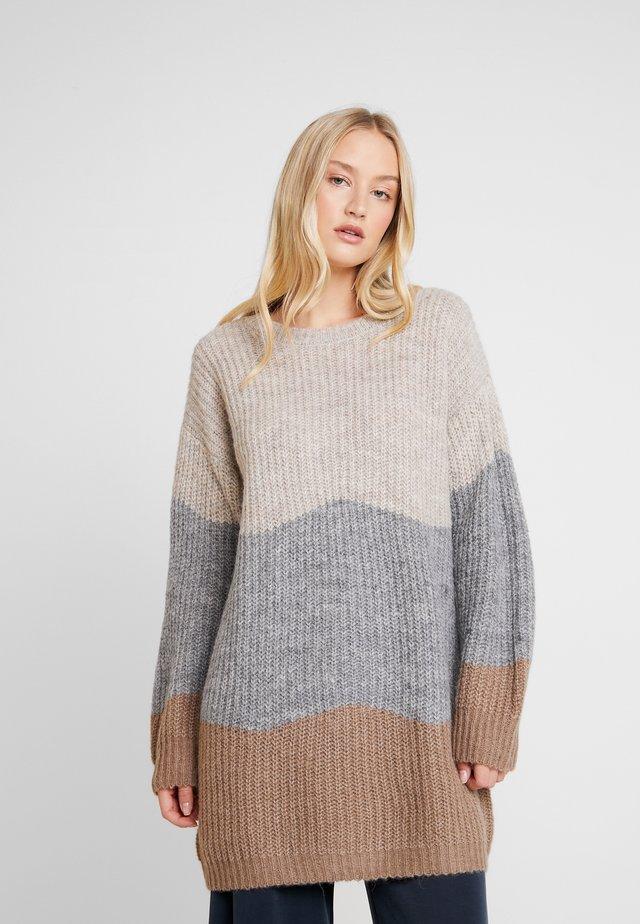 ANNALYLN OVERSIZE - Sweter - portabella
