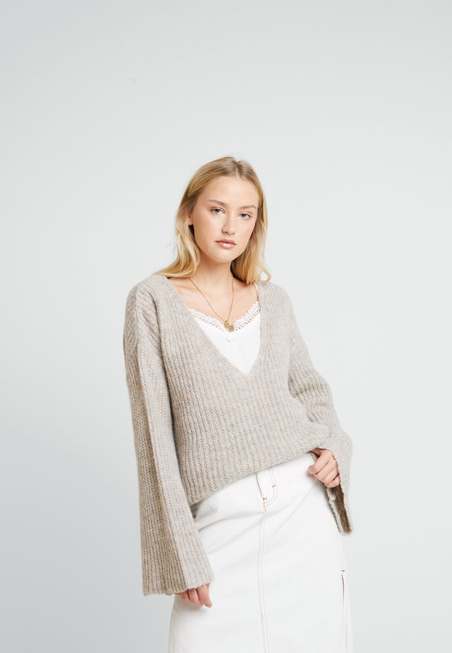 ANNELYLN V- NECK - Sweter - oat melange