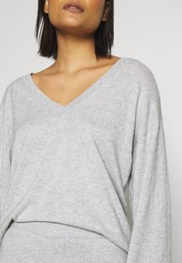 Lounge Nine - LOTTIE - Trui - light grey melange
