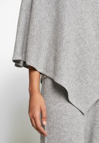 Lounge Nine - NOELLN PONCHO - Poncho - light grey melange - 4