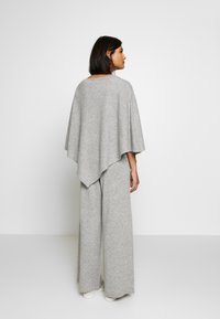 Lounge Nine - NOELLN PONCHO - Poncho - light grey melange - 2